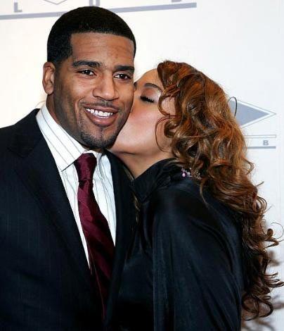 NBA yıldızı Jim Jackson'ın yeni yıl öpücügü de eşinden geldi. Çift, yeni yıla Las Vegas'ta girdi.